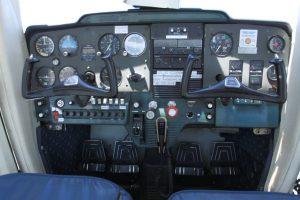 Cockpit du Cessna 150F
