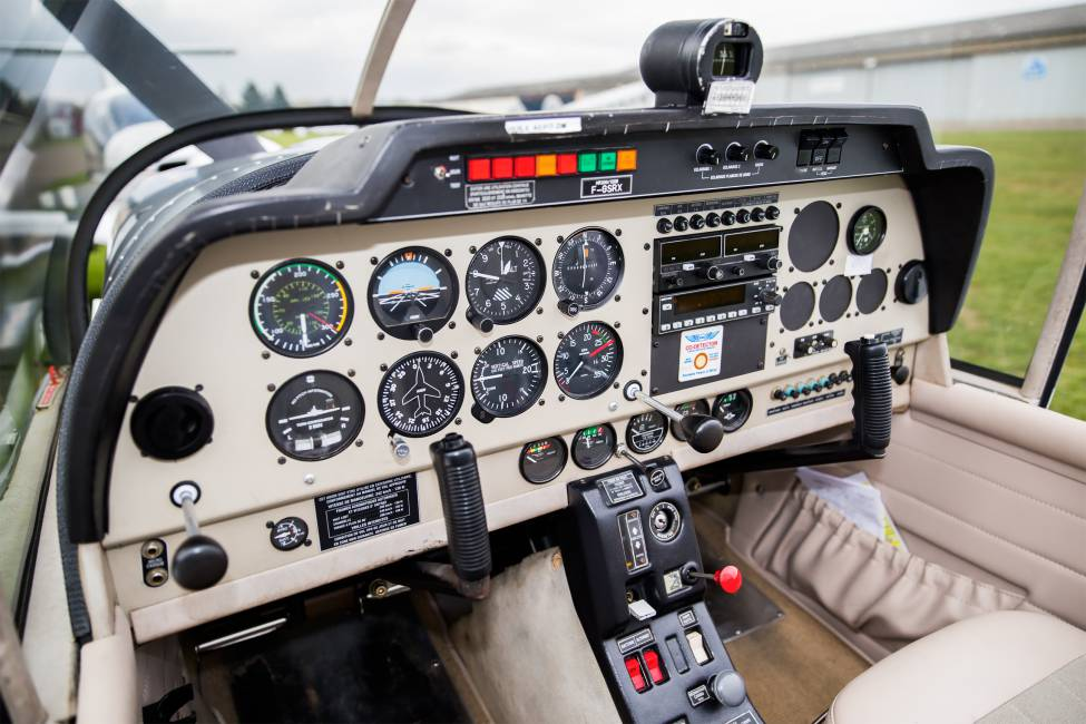 Cockpit du Robin HR-200