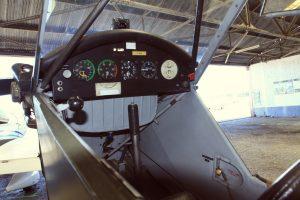 Cockpit du Piper J3